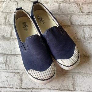 Keen Slip On Canvas Shoes Size 10